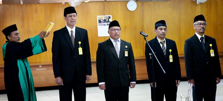 Lantik Lima Pejabat, Rektor Beri Tiga Tantangan