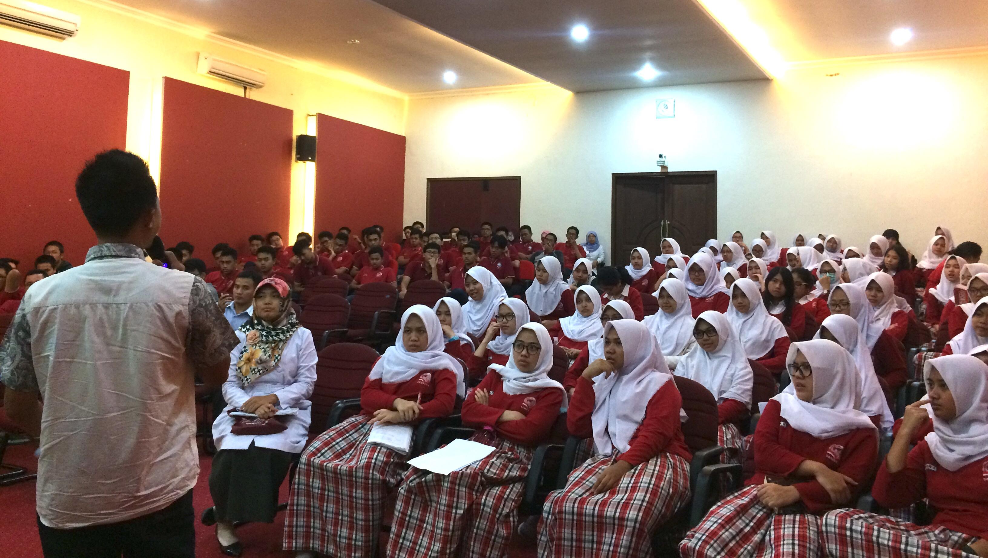 UNNES Sosialisasikan SNMPTN Dan SBMPTN Di SMA Semesta