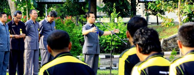 Plt Rektor Pimpin Apel Perdana