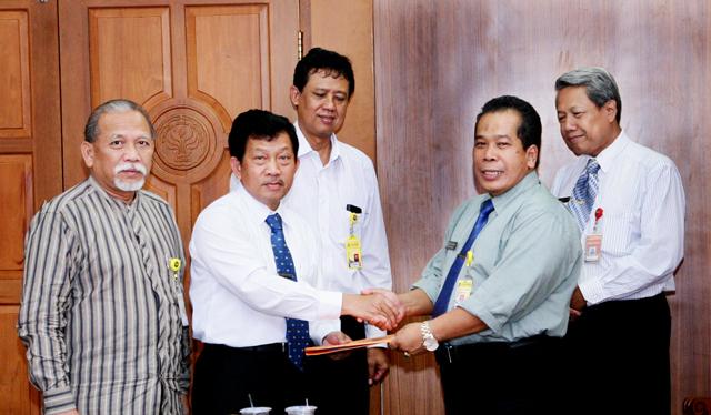 Tim Seleksi Calon Pembantu Rektor Unnes Serahkan Berkas Penilaian