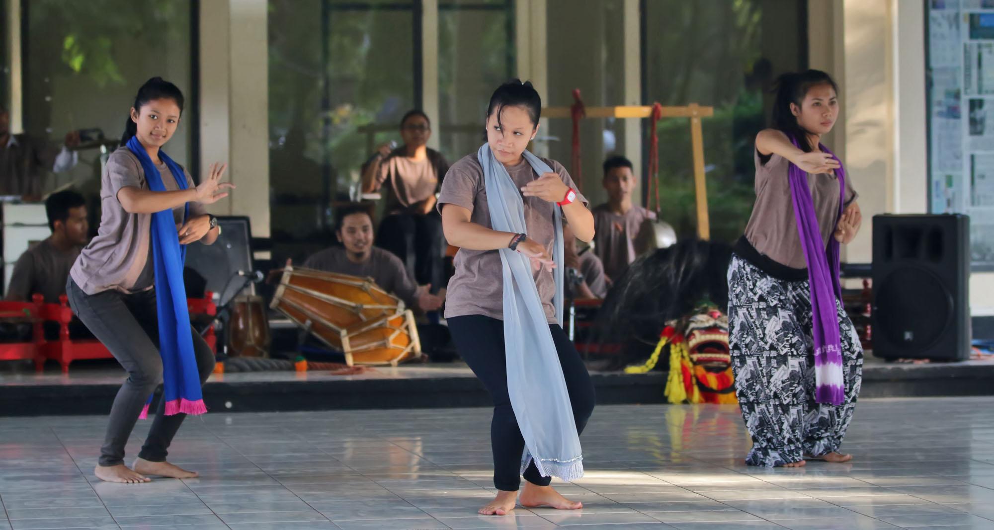 Ke Thailand, 10 Mahasiswa Unnes Akan Pentaskan Tari Tradisi