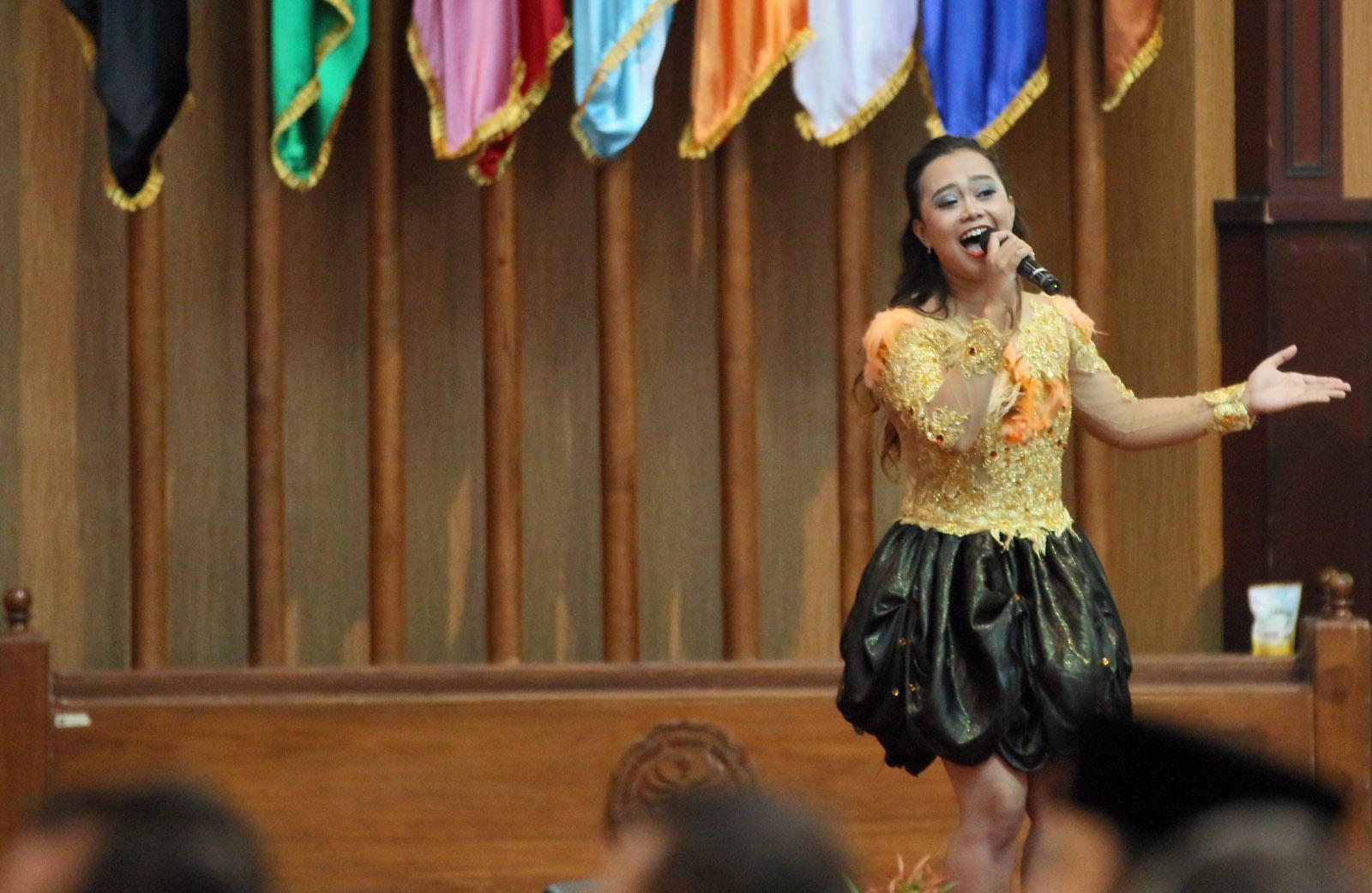 Lagu Ciptaan SBY Menggema di Auditorium Unnes