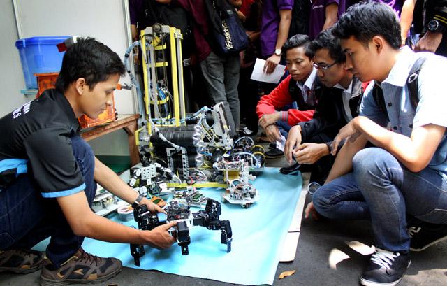 55 Unit Kegiatan Mahasiswa Ramaikan Unnes Fair 2014