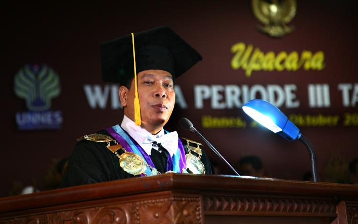Pidato Rektor pada Wisuda Periode III Oktober 2015
