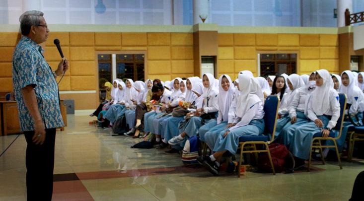310 Siswa SMAN 2 Mranggen melakukan kunjungan Akademik ke UNNES