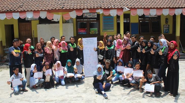 Dukung Program BNN, Tim KKN Alternatif Desa Mlilir Selenggarakan Penyuluhan dan Deklarasi Anti Narkoba