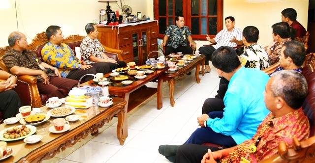 Pimpinan Unnes Silaturahim ke Mantan Rektor