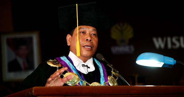 Inilah Empat Pesan Rektor Unnes untuk Wisudawan