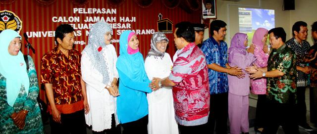Rektor Lepas 15 Calon Haji
