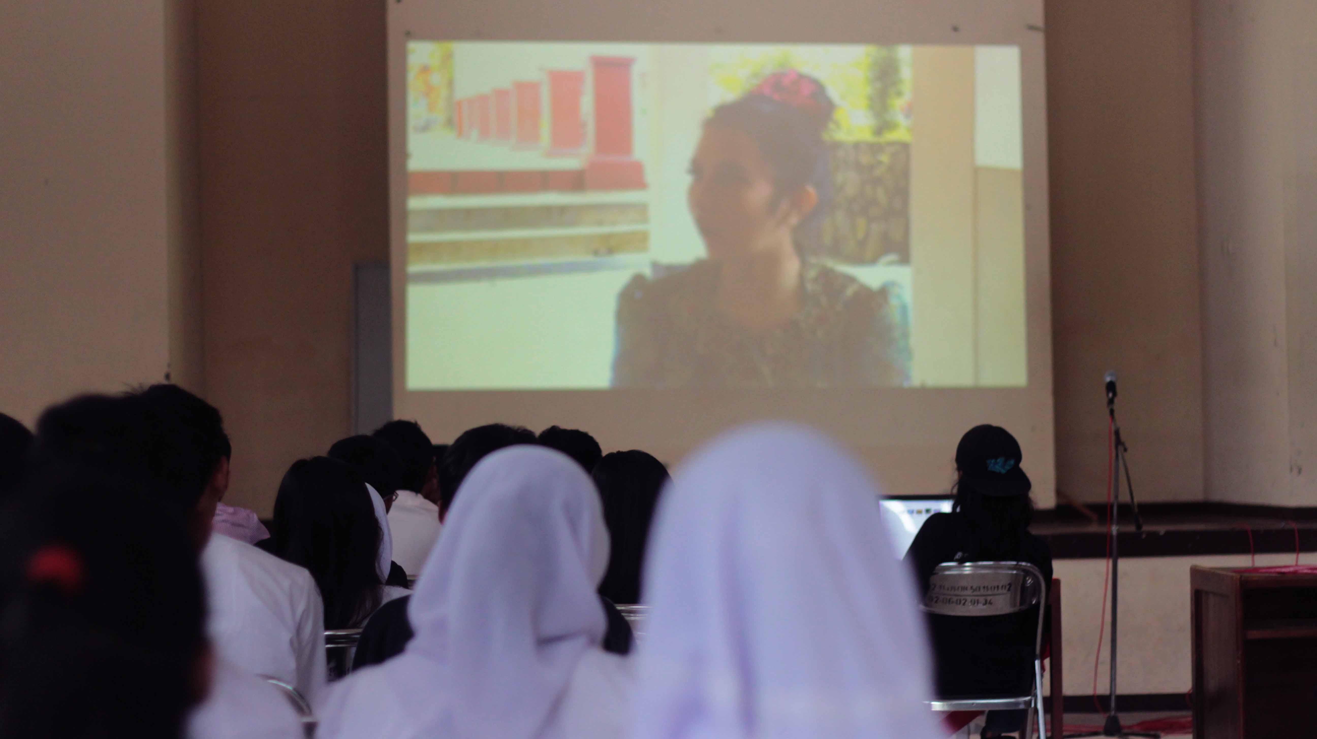 Unnes Gelar Diskusi dan Pemutaran Sinema Puisi di SMA N 2 Ungaran