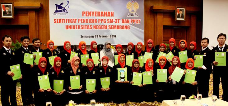 Unnes Serahkan 269 Sertifikat Pendidik SM3T dan PPGT