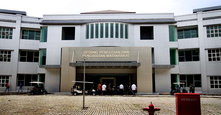 Rektor Unnes Tinjau Sejumlah Bangunan Baru