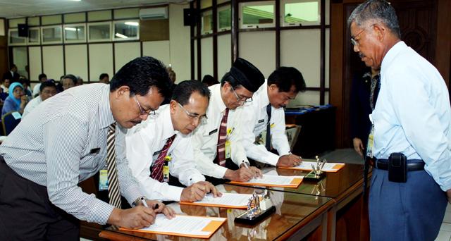 20 Pejabat Unnes Teken Pakta Integritas