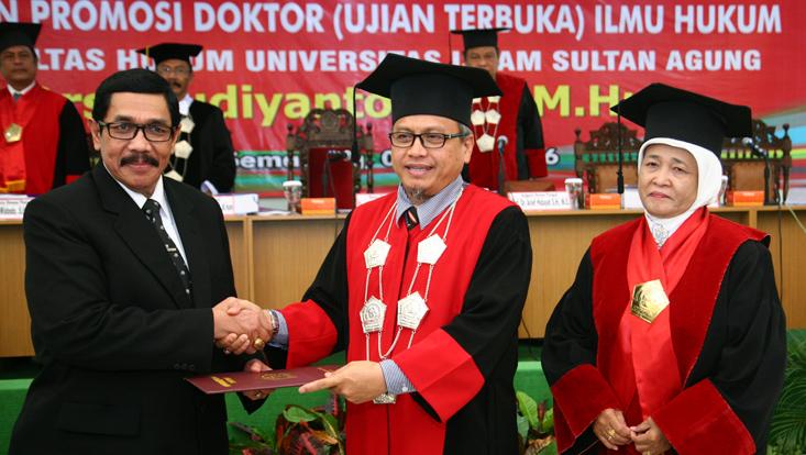 Teliti Kearifan Lokal Sedulur Sikep, Ketua DPP IKA Unnes Raih Doktor