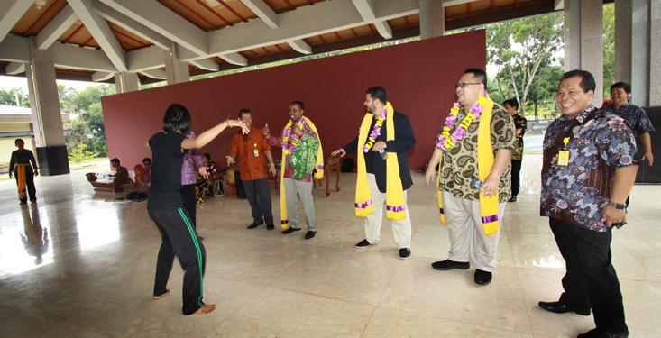 Perwakilan IDB Jeddah Terkesan dengan Kampung Budaya UNNES