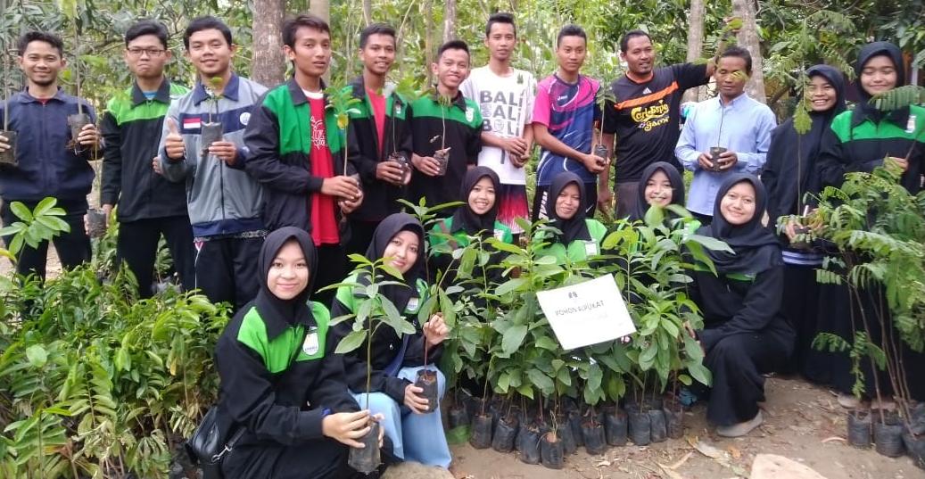 Tim KKN UNNES Tanam 2230 Bibit Pohon di Desa Mluweh
