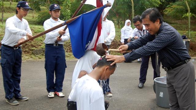 Disiram Air Kembang, 62 Mahasiswa Jadi KSR PMI
