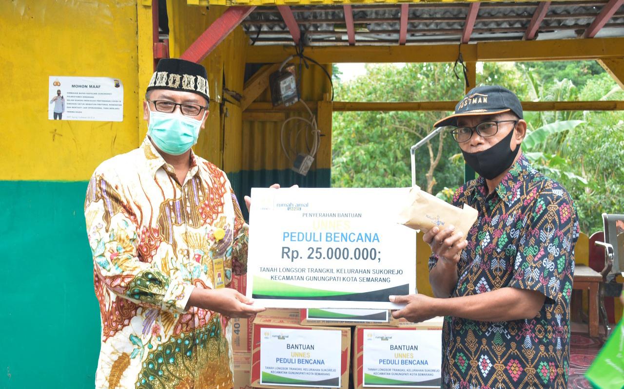 UNNES Sumbang Bantuan Bagi Korban Tanah Gerak di Kelurahan Sukerojo