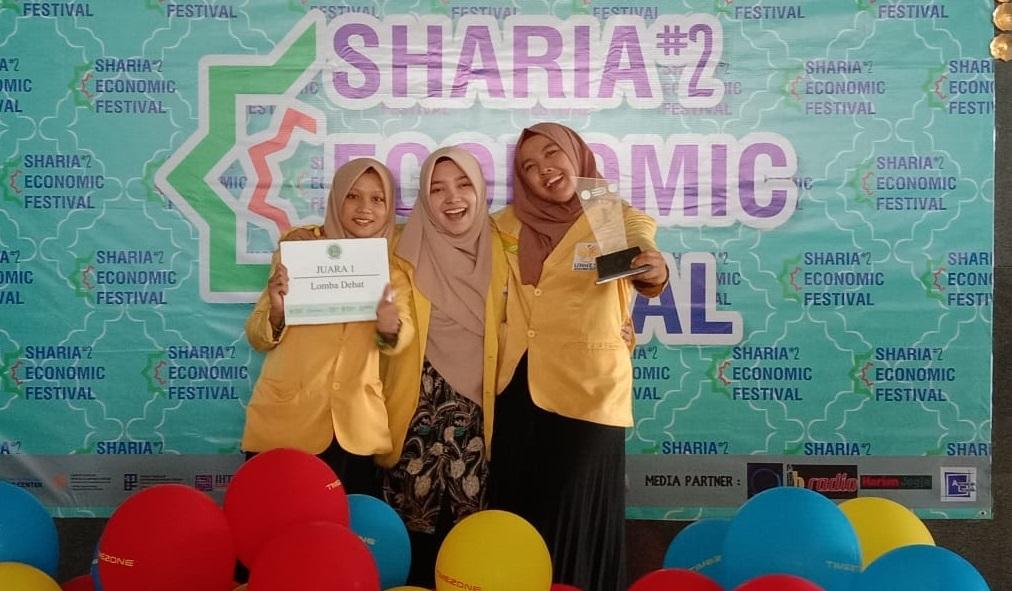 Tim UNNES Juara 1 Lomba Debat Ekonomi di UAD