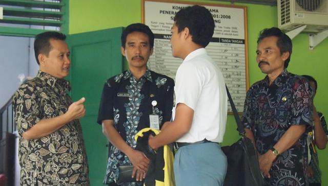 Plt Rektor Unnes Monitoring UN di Kabupaten Batang