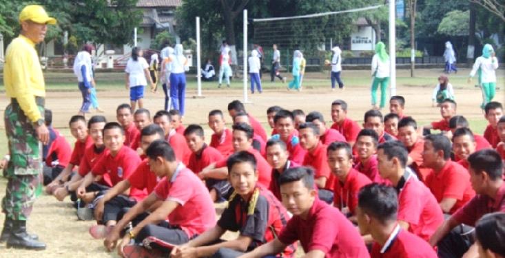 Mahasiswa PJKR dan PGPJSD Unnes Di Gembleng di Rindam IV Diponegoro