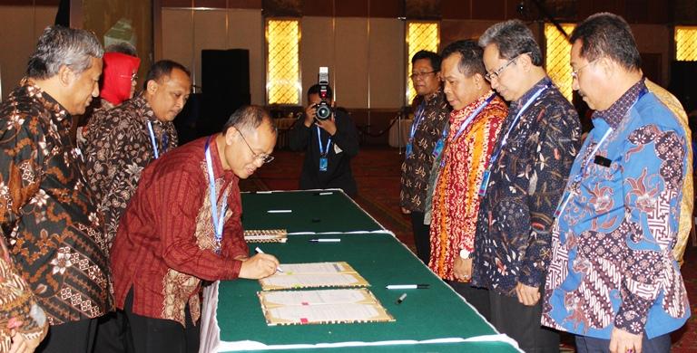 Wakili Para Rektor, Rektor Unnes Tandatangani Pakta Integritas