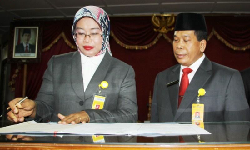 Dihadapan Rektor UNNES, Dekan dan Ketua Lembaga Tandatangani Pakta Integritas