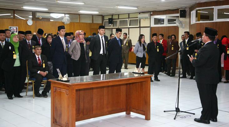 Lantik Pejabat Baru, Rektor: Mari Rapatkan Saf