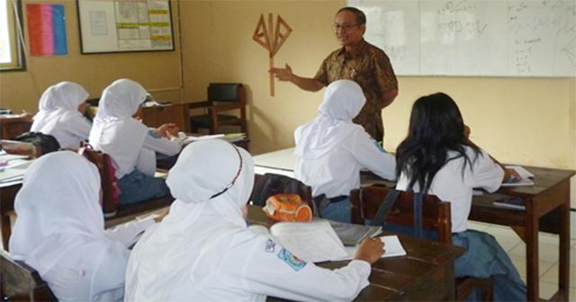 Tiga Kali Prof Kasmadi di SMA 2 Mranggen