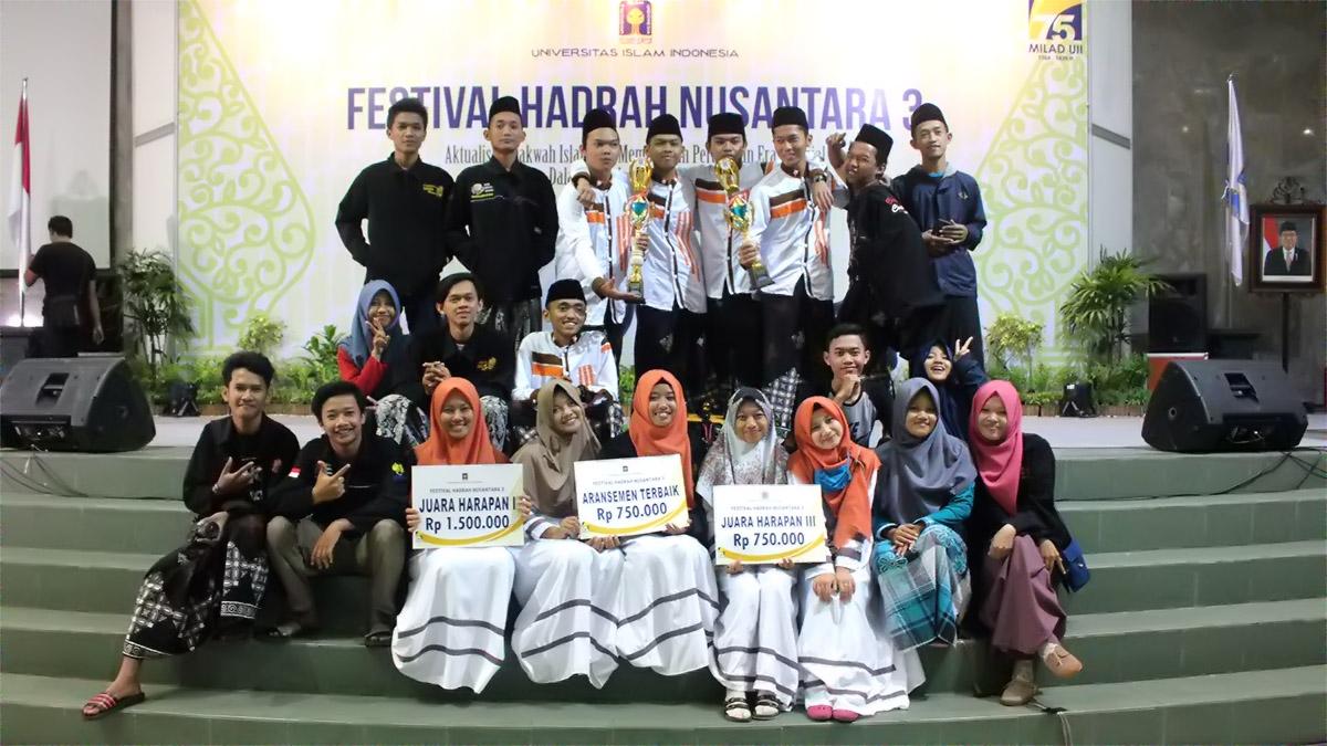 UKM Remo UNNES Borong Tiga Piala Dalam Festival Hadrah Nusantara UII