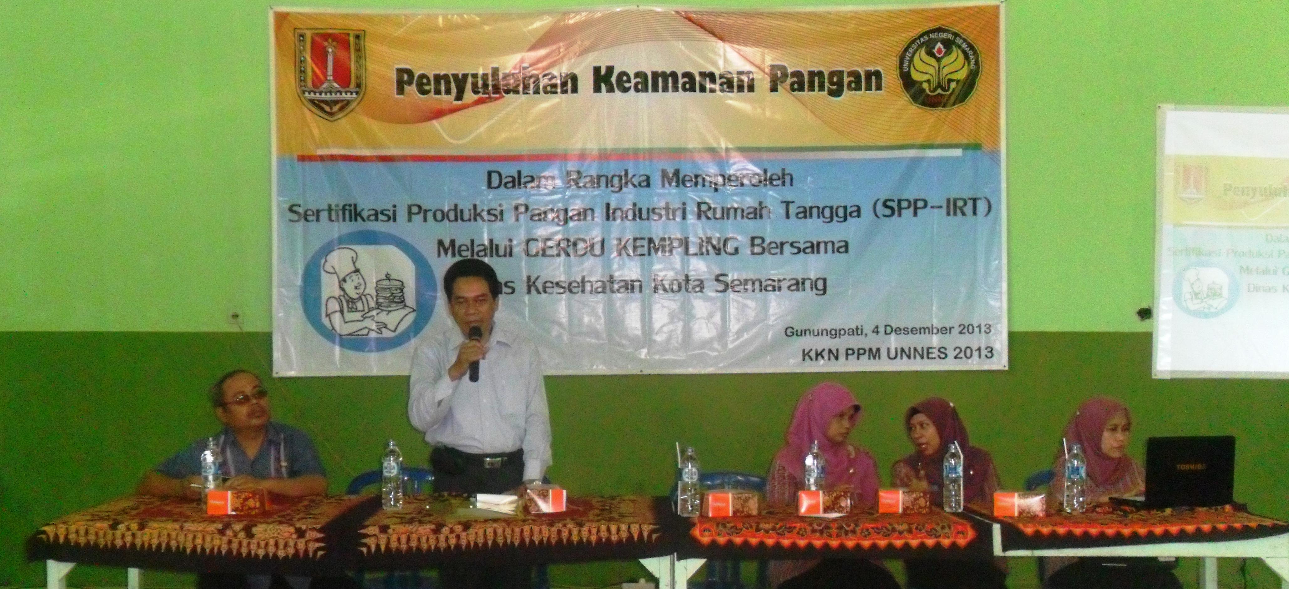 Unnes dan Dinkes Kota Semarang Beri SPP-IRT pada Warga Gunungpati