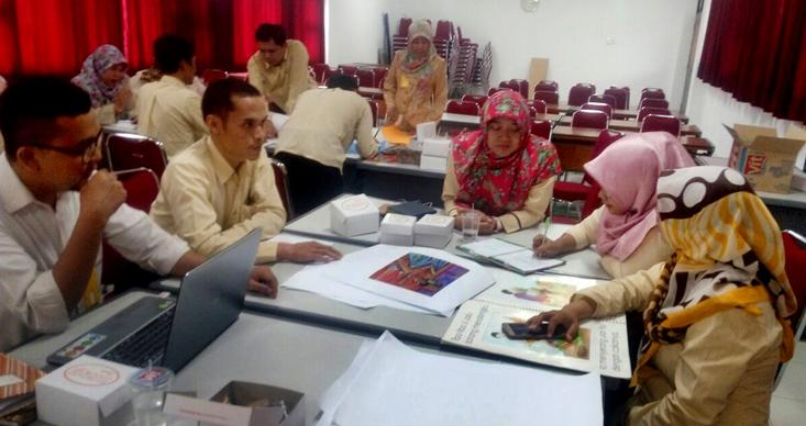 18 Guru SD Labschool UNNES Dilatih Buat Media Literasi