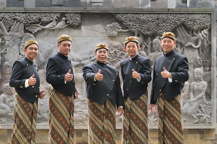 Jumat Besok, Pegawai UNNES Wajib Mengenakan Pakaian Adat Tradisional