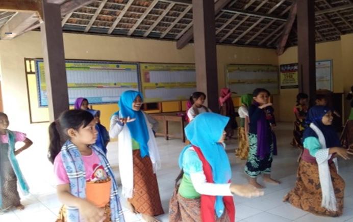 Wujud Konservasi Budaya, TIM PKM-M UNNES Angkat Tari Janggrung Sukowati