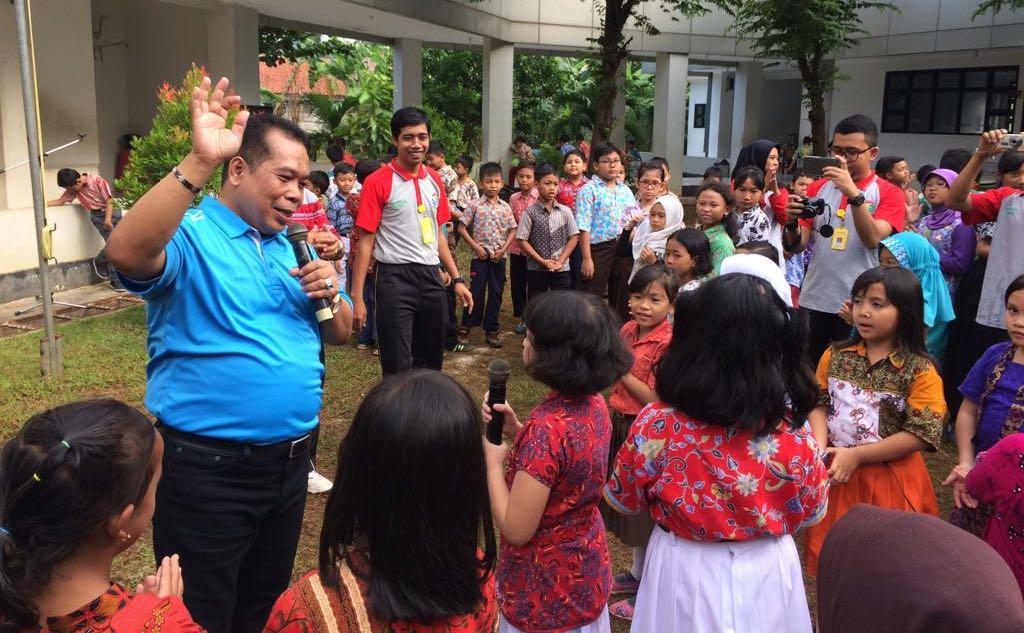 Rektor Ajak Siswa SD Labschool UNNES Cinta Tanah Air dan Lingkungan