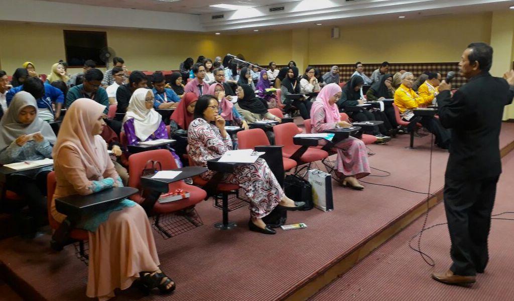 Prof Rustono Mengajar di UPSI Malaysia