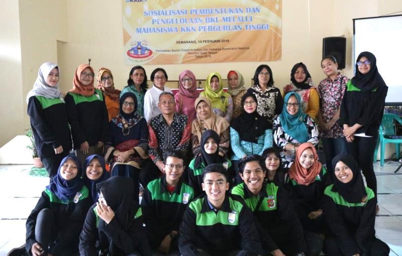 Mahasiswa KKN  Beri Pelatihan Lansia Sehat Dan Pengelolaan  Bank Sampah Anorganik