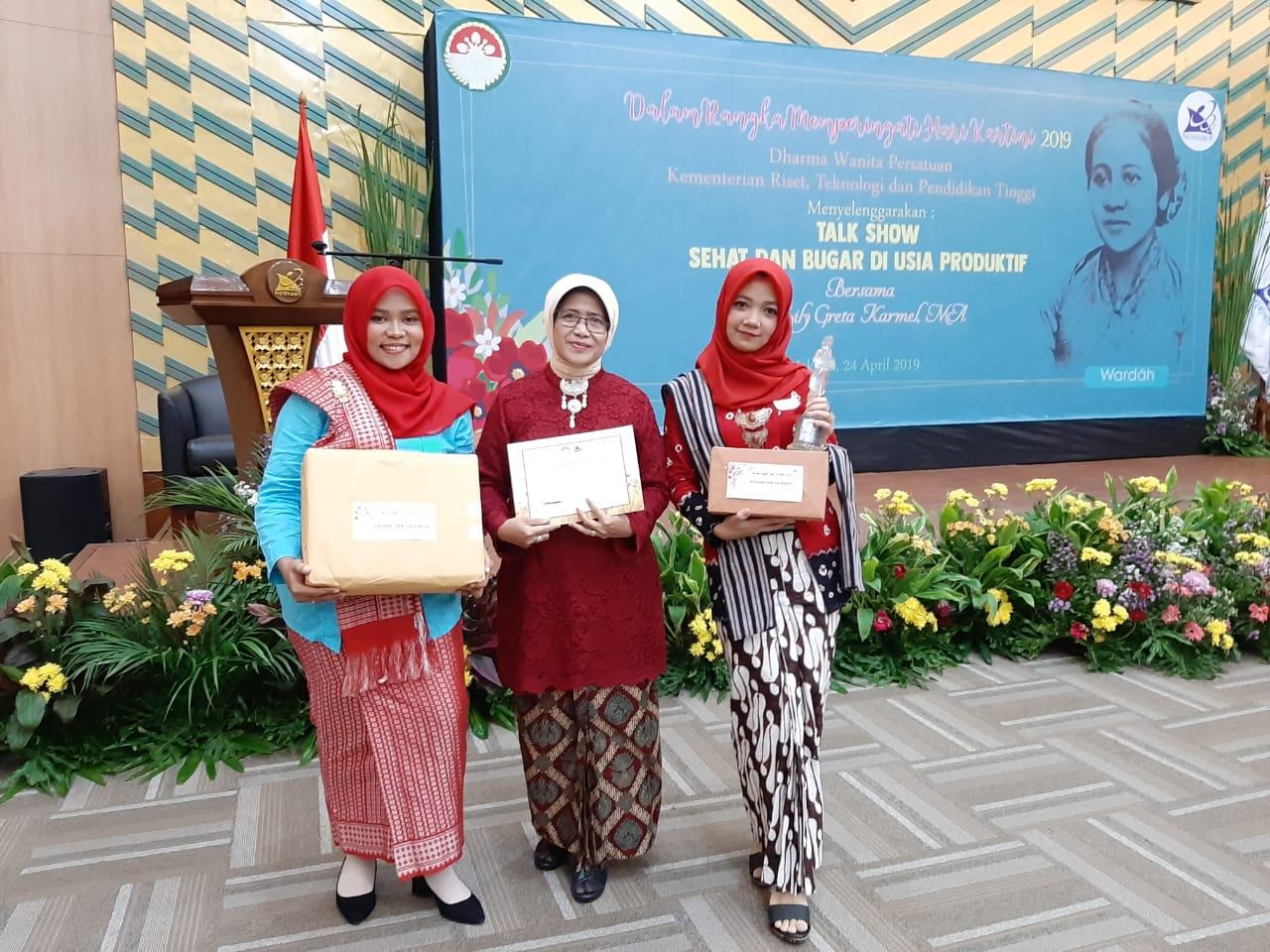 Dulang Juara Favorit, DWP UNNES Semakin Eksis