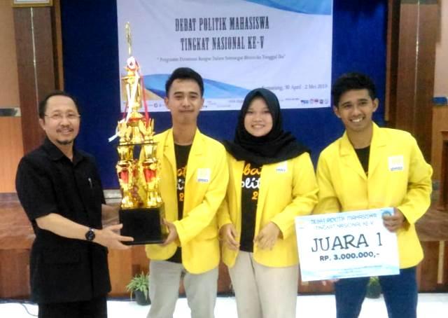 Mahasiswa FIS Juara 1 Debat Politik Nasional