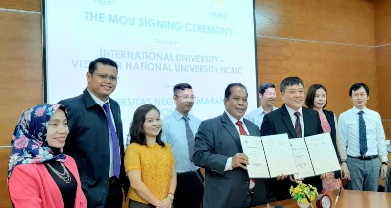 Rektor UNNES Menjadi Dosen Tamu di International University Vietnam