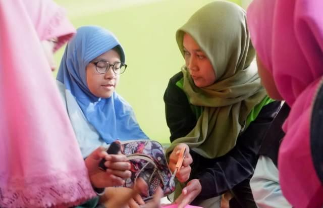 Mahasiswa KKN UNNES Ajak Pelajar Desa Jengkol Berwirausaha Sejak Dini