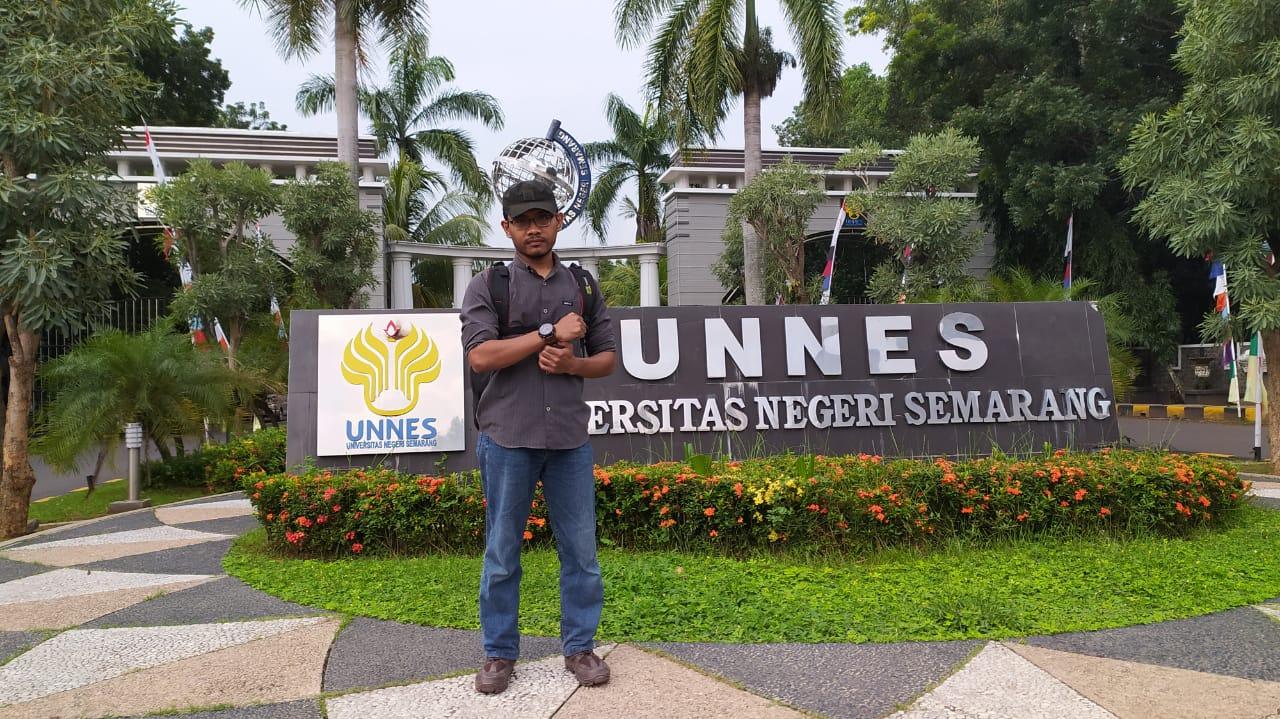 Penuhi Nazar Kelulusan, Mahasiswa Psikologi UNNES Jalan Kaki dari UNNES sampai Tegal