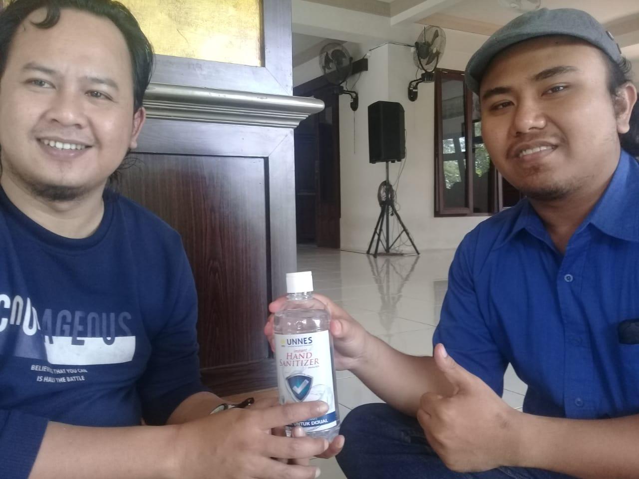 UNNES Berikan Handsanitizer Kepada Masyarakat Lingkar Kampus