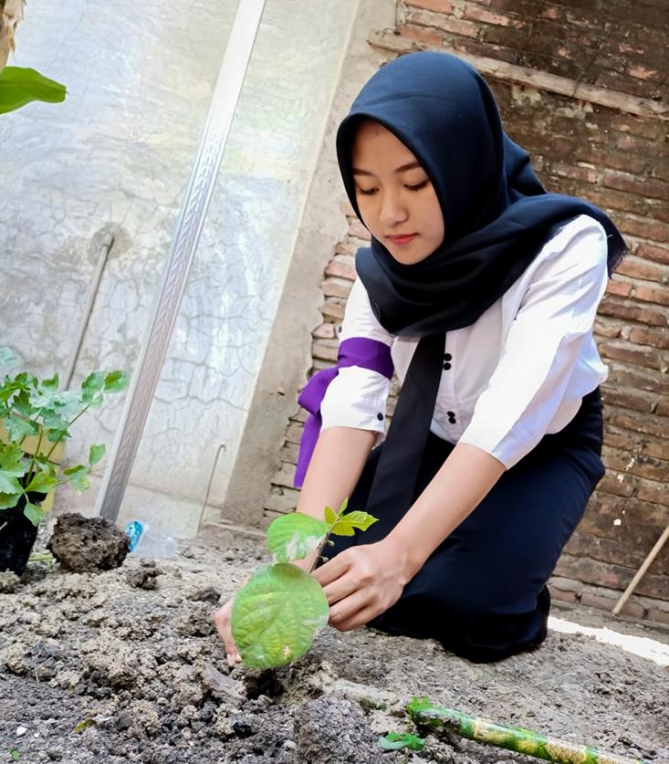 Hijaukan Lingkungan, 8.532 Mahasiswa Baru UNNES Tanam Pohon Serentak