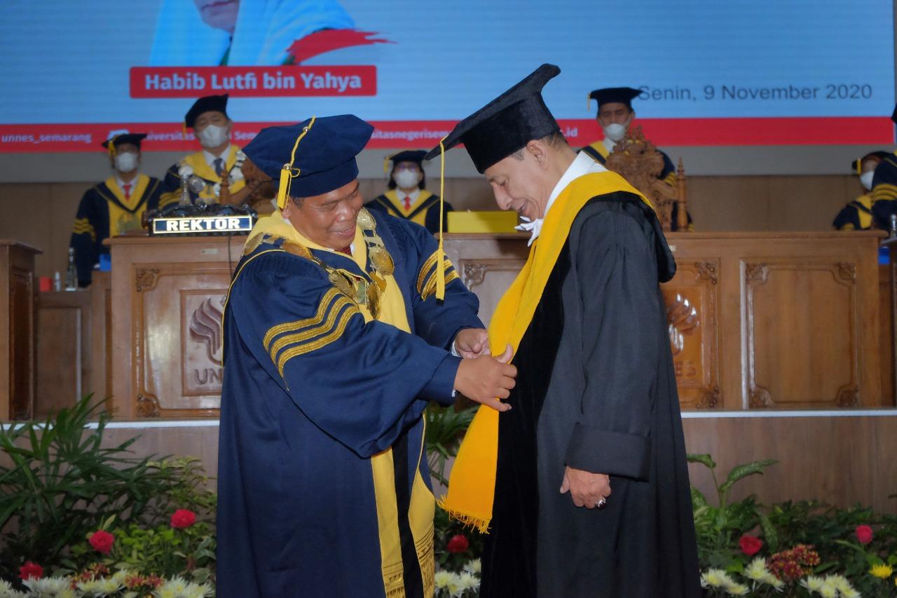Terima Anugerah Doktor HC, Habib Luthfi: Semoga UNNES Mendapat Keberkahan dari Allah SWT
