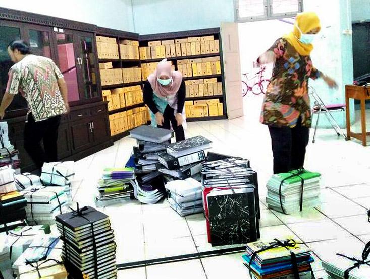 BPK UNNES Serahkan Arsip Statis Ke UPT Kearsipan UNNES