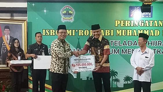 Gubernur Jawa Tengah Serahkan Beasiswa BAZNAS Kepada Mahasiswa UNNES