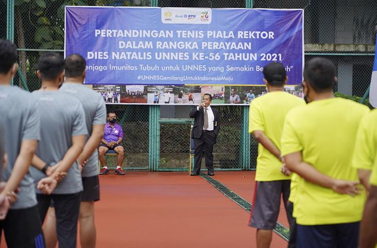 Rektor Buka Pertandingan Tenis Perayaan Dies Natalis ke-56 UNNES