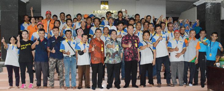 Rektor Sarapan Bareng Dengan Petugas Kebersihan