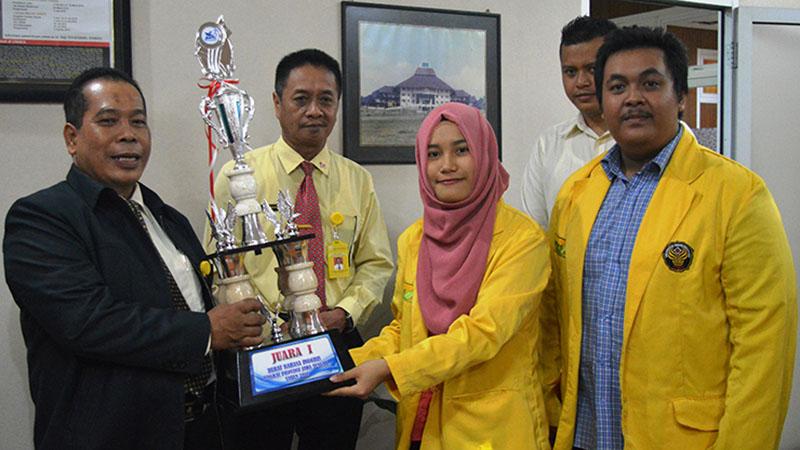 Unnes Juara I Debat Bahasa Inggris Antarmahasiswa Se-Jateng